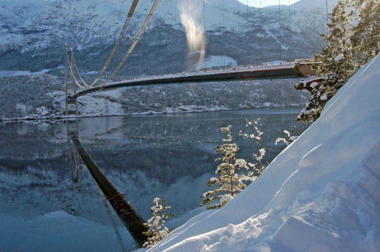 a-fost-inaugurat-cel-mai-lung-pod-suspendat-intre-doua-tuneluri-din-lume-foto_size1