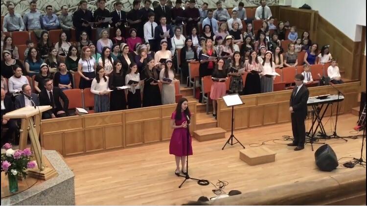 📹Video: Laura Bretan! Canta cu Corul Bisericii Sfanta Treime din Bistrita! Imnul Israelului!!