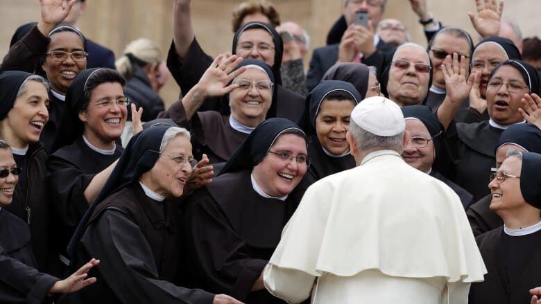 """Papa șochează din nou: Vaticanul și-a """"upgradat"""" regulamentul. Papa a decis că femeile care i se dedică lui Hristos nu trebuie să fie neapărat virgine"""